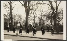 Maryland suffragette's picketing the White House