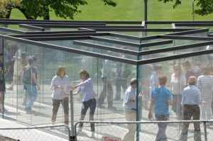 Transparent labyrinth by Robert Morris, Nelson-Atkins Museum of Art, Kansas City (Dezeen)